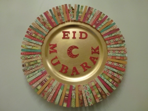 Eid wreath made of cloth pegs and charger plate